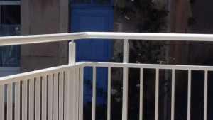 Agencement extérieur en Aveyron : terrasse en bois et garde-corps