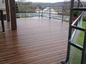 Aveyron : terrasse en bois et garde-corps